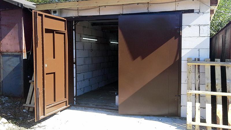 установка распашных ворот в гараж