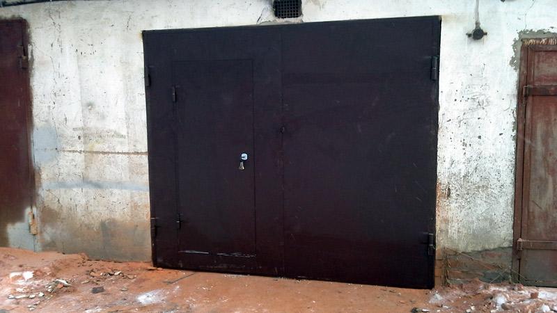 ворота для гаража распашные с калиткой